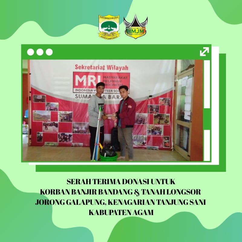 Pemberian bantuan oleh Himpunan Mahasiswa Jurusan Manajemen (HMJM) Universitas Dharma Andalas.