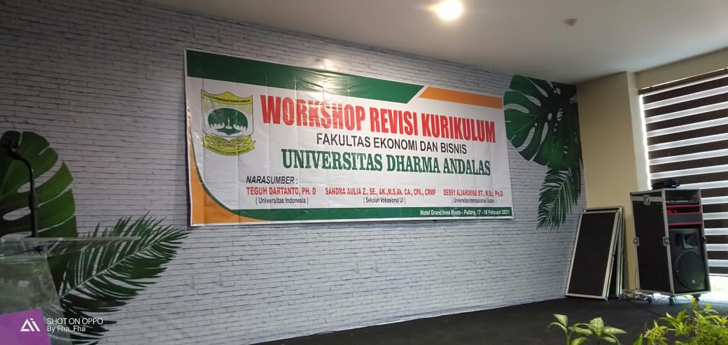 FEB UNIDHA Laksanakan Workshop Revisi Kurikulum